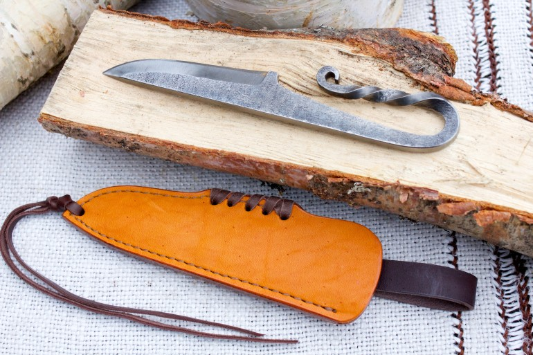 Scandinavian knife with twisted handle